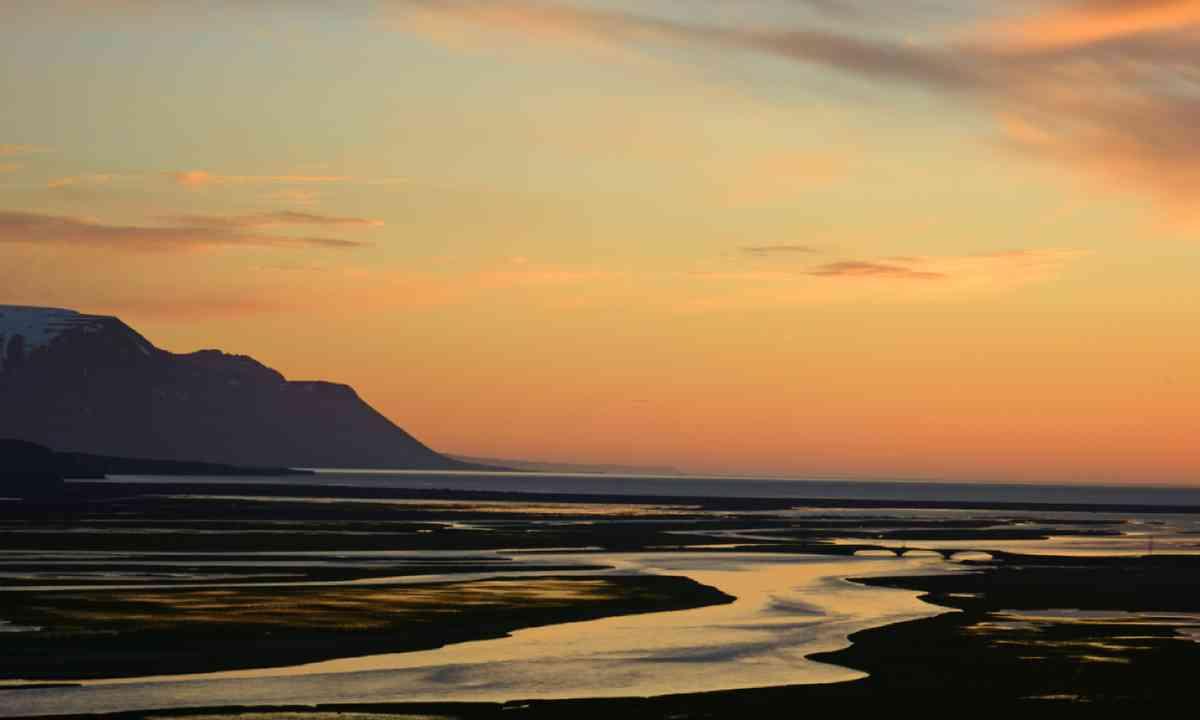 Midnight sunset near Saudarkrokur, Iceland (Shutterstock)