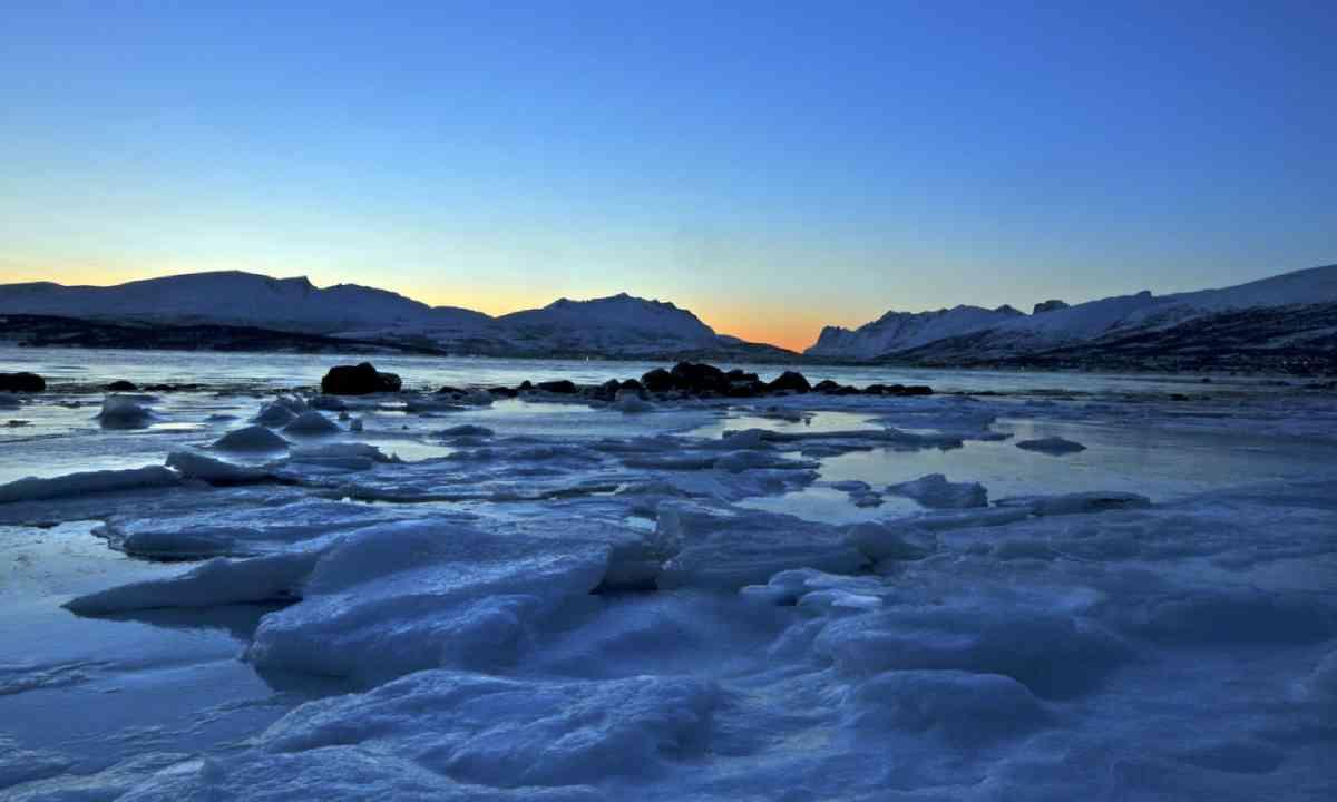 Polar night (Shutterstock)
