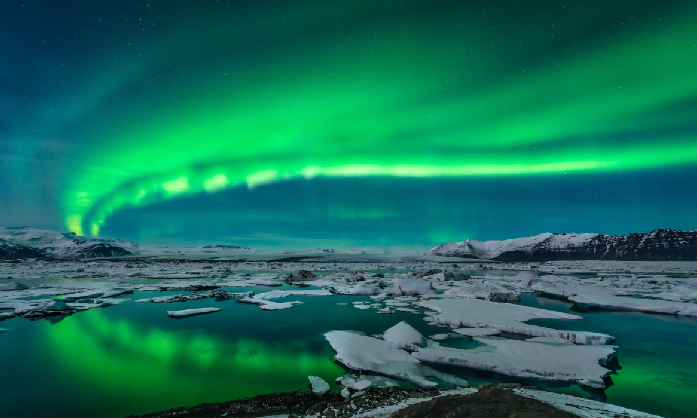 Northern lights over glacier lagoon Jokulsarlon, Iceland (Shutterstock)