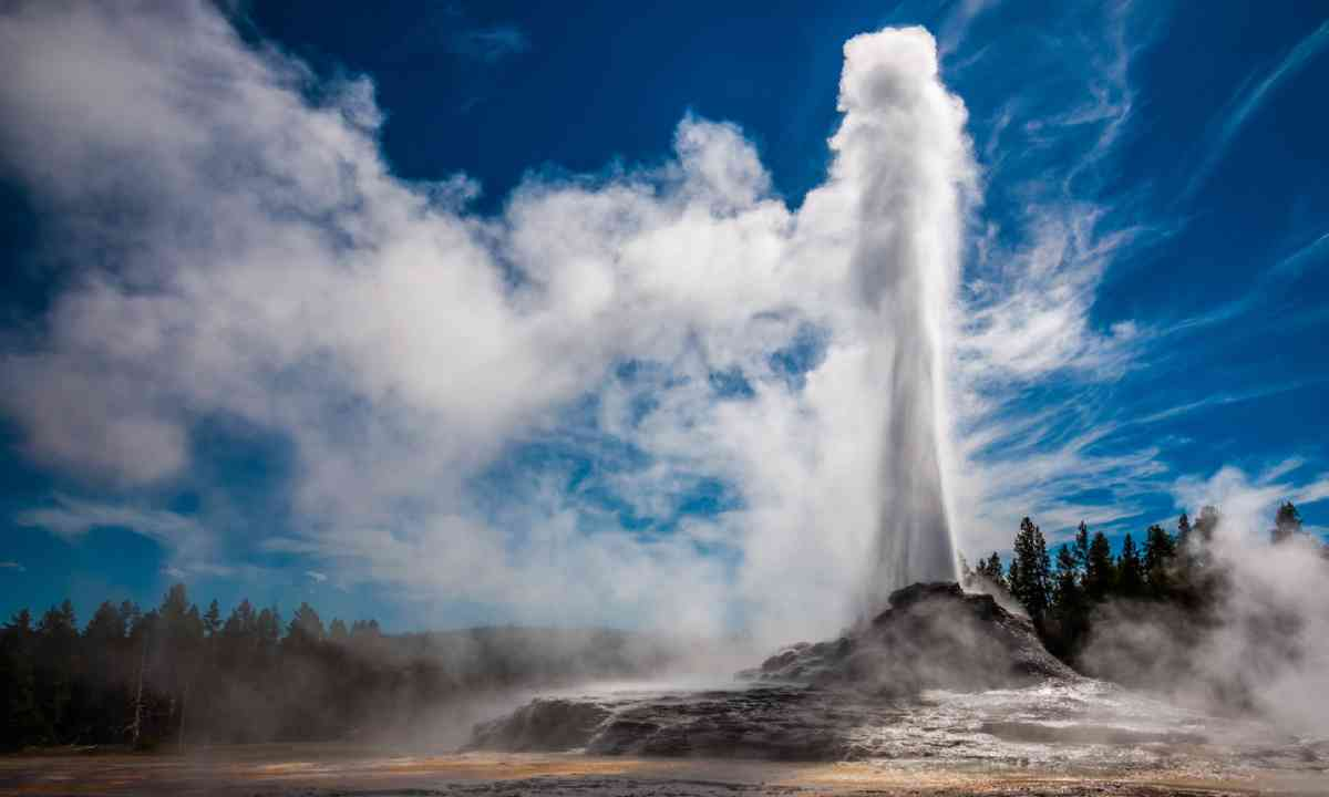 Castle Geyser in Yellowstone (Shutterstock)