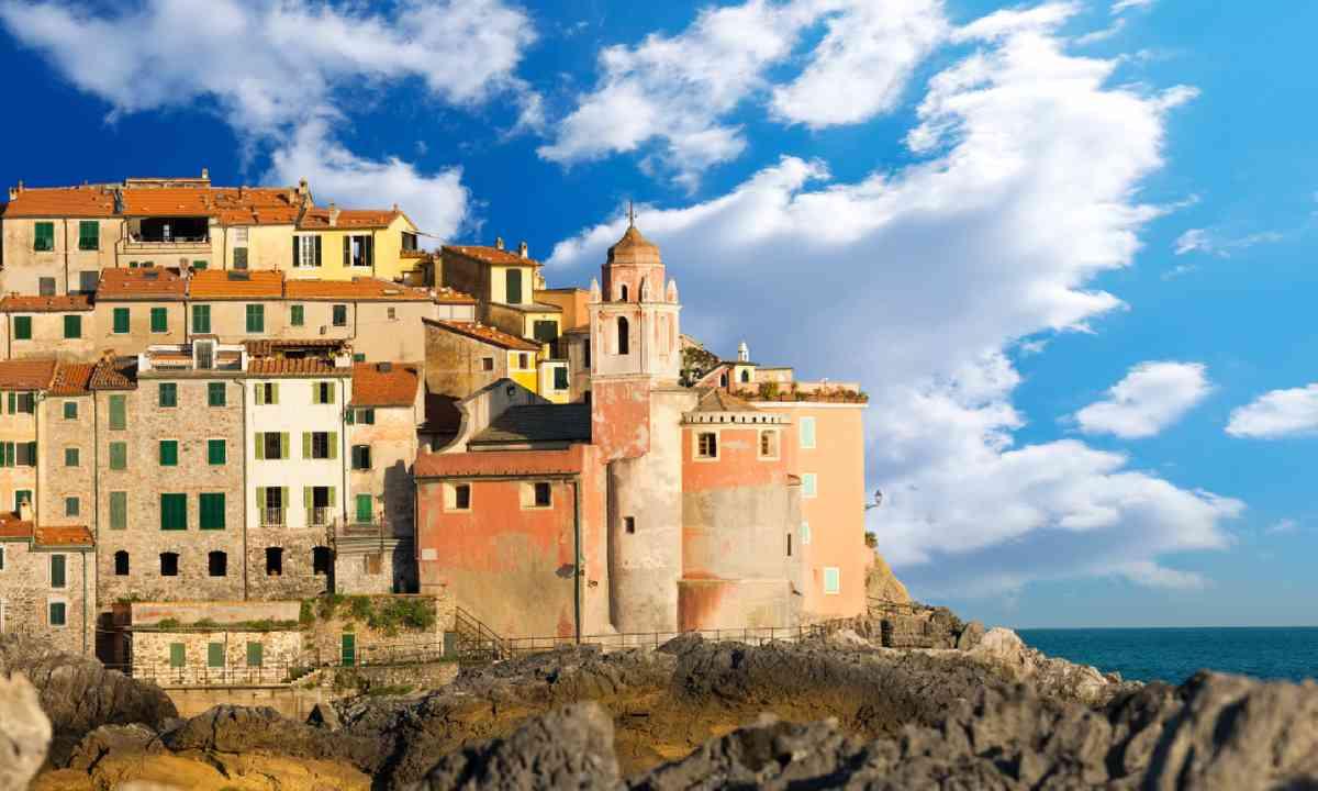 View of Tellaro (Shutterstock)