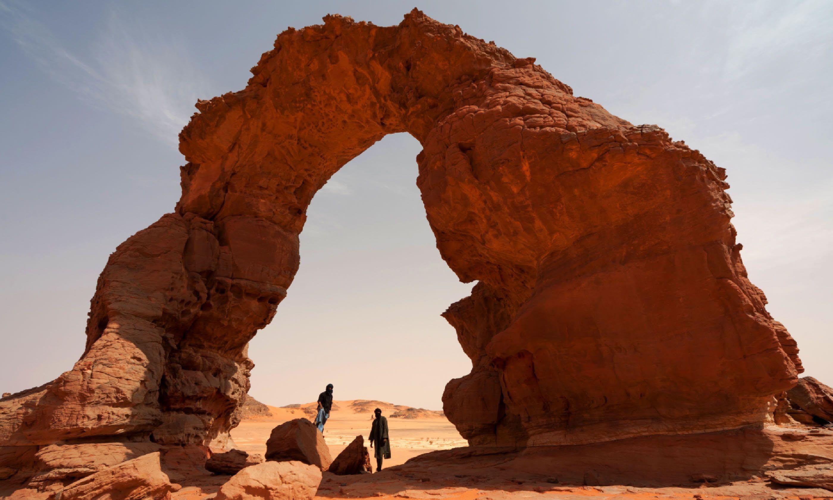 Stone arch in the Sahara Desert (Shutterstock)