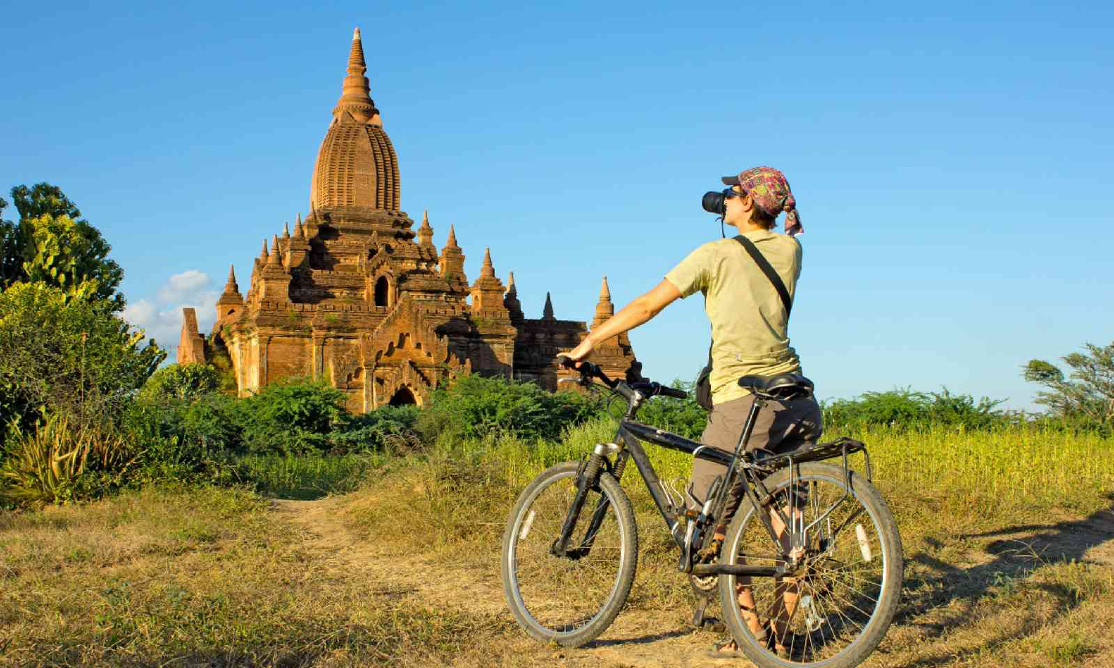 Photographer in Burma (Shutterstock)