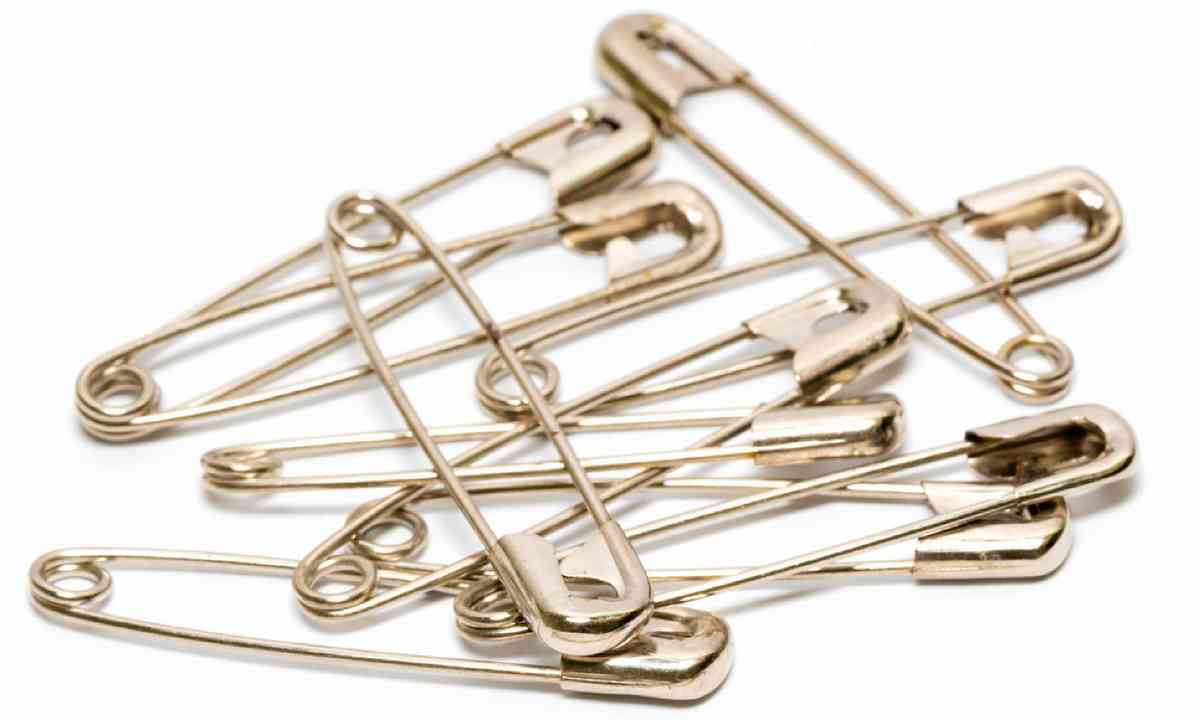 Safety pins for wardrobe malfunctions (Shutterstock)
