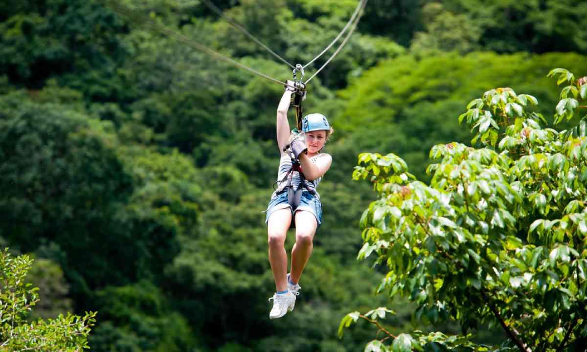 Ziplining in Costa Rica (Shutterstock)