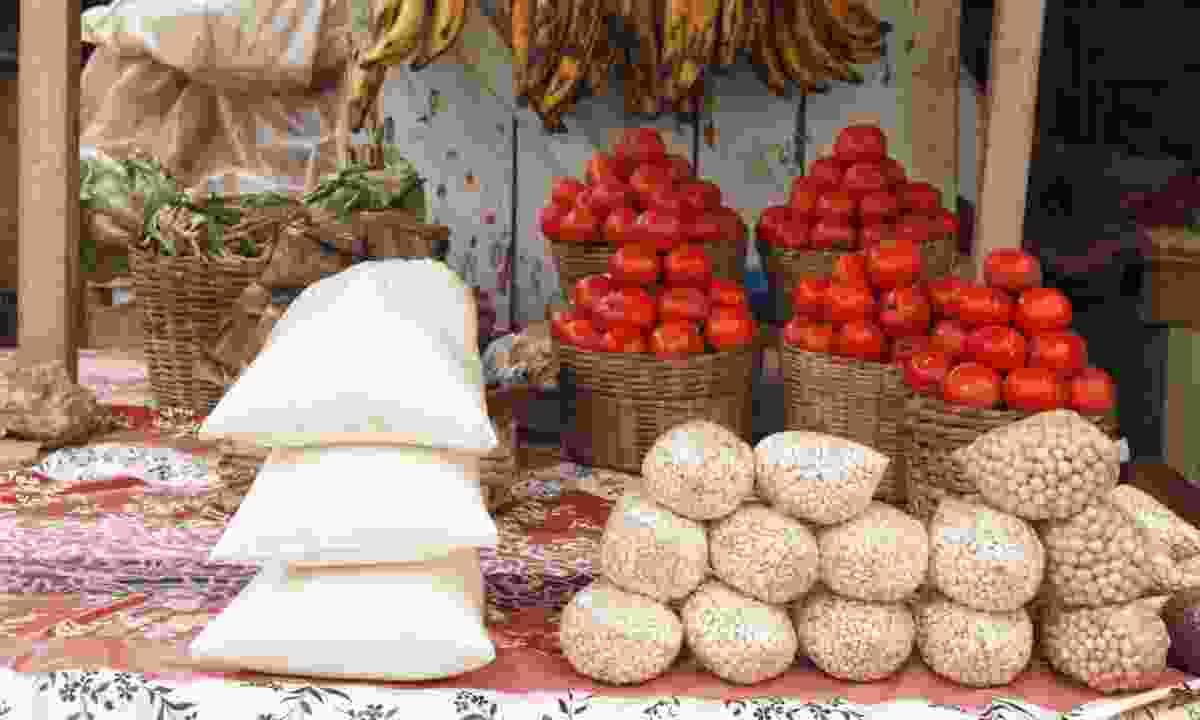 Outdoor market in Ghana (Shutterstock)