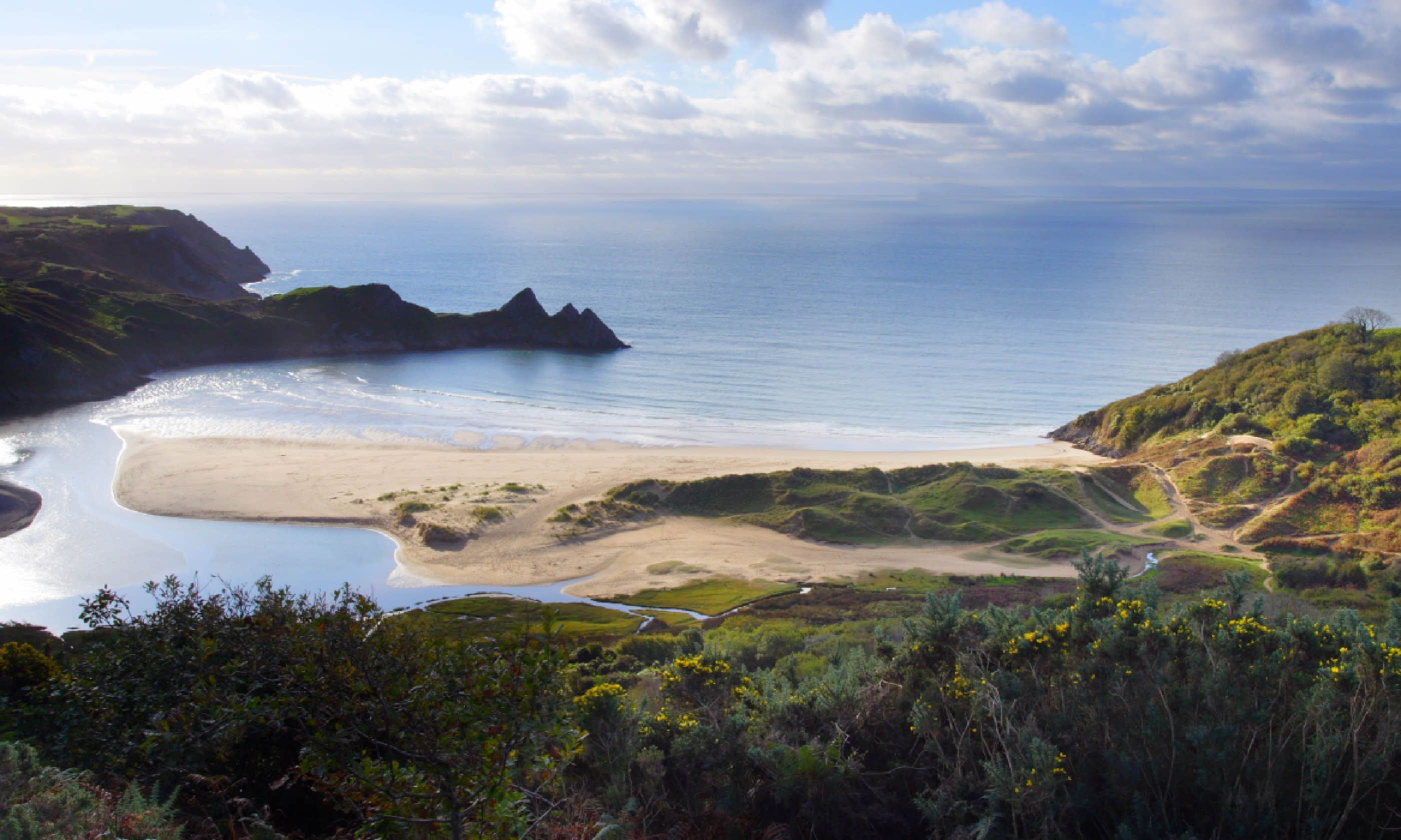 Three Cliffs Bay in South Wales (Shutterstock)