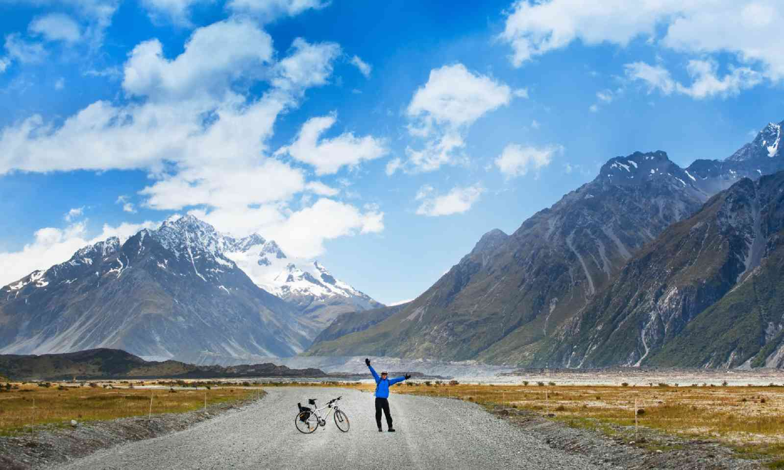 Mountain biking, New Zealand (Shutterstock)