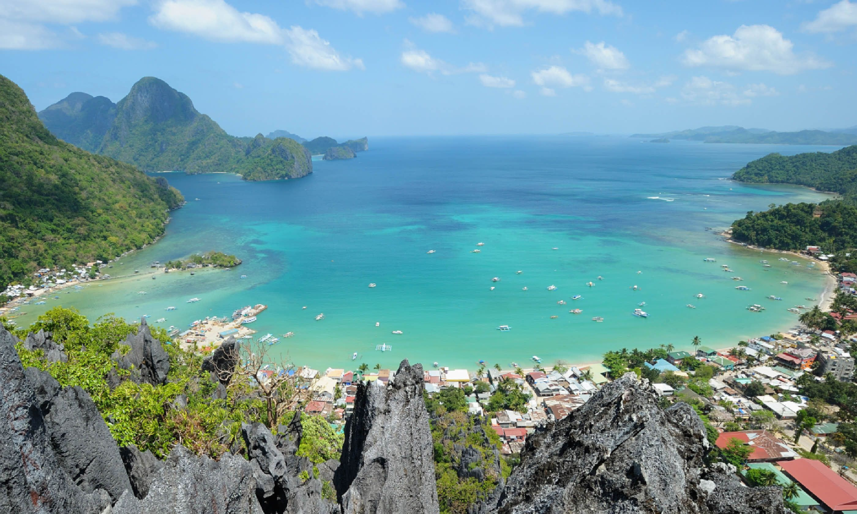 Bacuit Bay view from Taraw Cliff (Shutterstock)