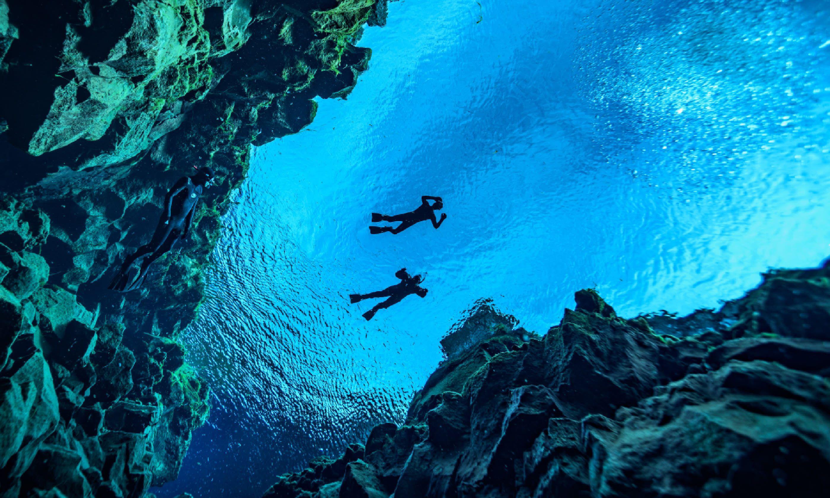 Diving at Silfra (Shutterstock)